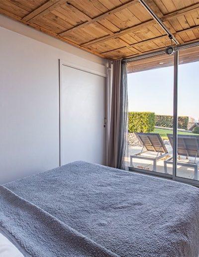 chambre-gauche--vue-terrasse-showroom