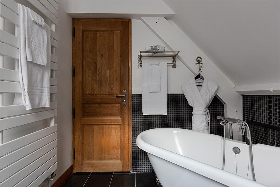 salle-de-bain-baignoire-baccarat
