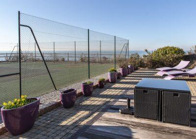 Tennis terrasse vue mer