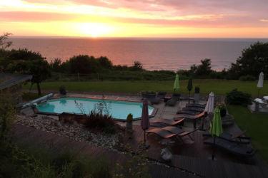 piscine coucher soleil ciel rose villerville