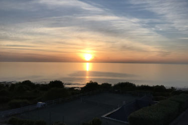coucher de soleil mer court tennis
